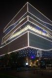 Um China - eindrucksvolle Architektur, Nacht, Lichter, bewölkter Himmel Stockfoto