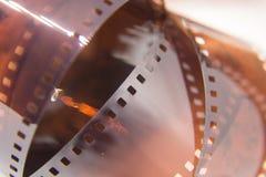 Um close up bonito de um filme análogo da foto em um fundo branco imagens de stock