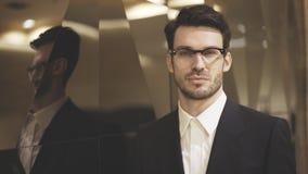 Um close up do homem de negócios novo nos monóculos Fotografia de Stock Royalty Free