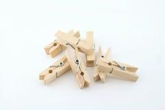 Um clothespin de madeira em um fundo branco Fotografia de Stock