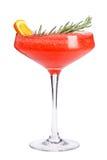 Um cocktail de fruto de refrescamento Uma bebida de refrescamento com uma polpa de bagas vermelhas, decorada com alecrins e uma f fotografia de stock