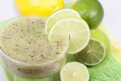 Um cocktail do quivi e do cal. Imagem de Stock