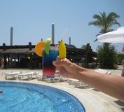 Um cocktail no recurso Foto de Stock