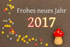 Um cogumelo da mosca com confetes pelo ano novo 2017 Imagens de Stock Royalty Free