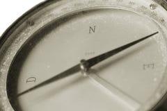 Um compasso do vintage usado para a navegação Fotografia de Stock Royalty Free
