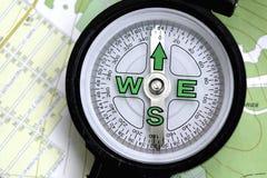 Um compasso e um mapa Foto de Stock Royalty Free