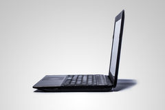 Um computador no fundo cinzento. Foto de Stock Royalty Free