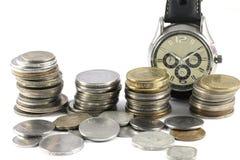 Um conceito do tempo e do dinheiro fotos de stock