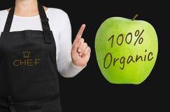 um conceito orgânico de 100 por cento é mostrado pelo cozinheiro chefe Imagens de Stock