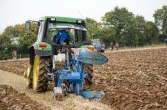 Um concorrente Ploughing da maneira Fotos de Stock
