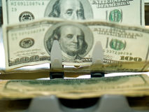 Um contador do dinheiro eletrônico Fotografia de Stock Royalty Free