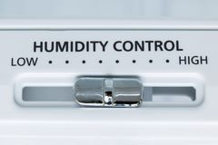 Um controle da umidade no refrigerador, opinião do close-up foto de stock