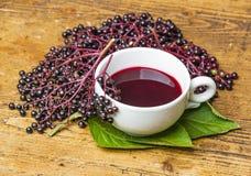 Um copo com chá mais velho Imagem de Stock