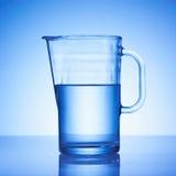 Um copo de água Fotografia de Stock