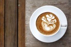 Um copo do café da arte do latte Imagens de Stock Royalty Free