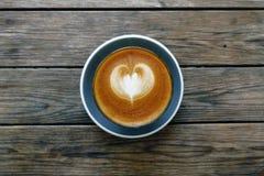 Um copo do café da arte do latte Imagem de Stock Royalty Free
