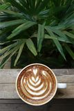 Um copo do café da arte do latte Fotos de Stock Royalty Free