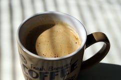 Um copo do café fabricado cerveja fresco imagem de stock royalty free
