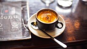 Um copo do café fresco do café vietnamiano fotos de stock