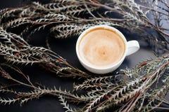 Um copo do cappuccino foto de stock