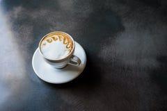 Um copo do cappuccino fotos de stock
