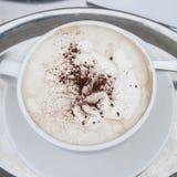 Um copo do cappucino Imagem de Stock Royalty Free