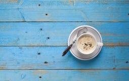 Um copo do cappucino Imagens de Stock Royalty Free