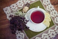 Um copo do chá imagens de stock