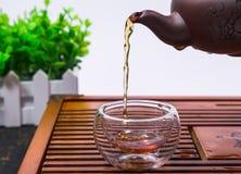 Um copo do chá inteiro do souchong do lapsang da folha, um chá flavored fumarento rico imagens de stock