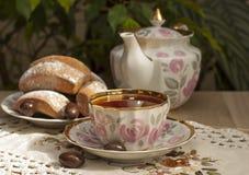 Um copo do chá na tabela. Foto de Stock Royalty Free