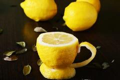 Um copo do limão Imagens de Stock Royalty Free