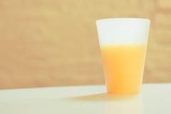 Um copo do sumo de laranja Imagens de Stock