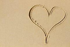 Um coração da areia e do amor Fotos de Stock Royalty Free