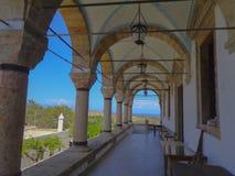 um corredor central na igreja fotografia de stock