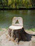 Um coto de madeira no parque Fotos de Stock