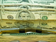 Um counte do dinheiro eletrônico Fotografia de Stock Royalty Free
