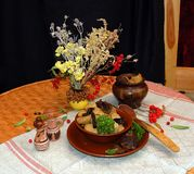 Um curso de batatas cozidos com cogumelos Fotos de Stock