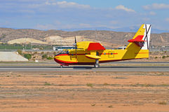 Um curto decola e aterra o tipo de aviões Fotos de Stock Royalty Free