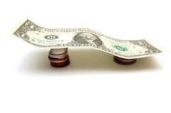 Um dólar Bill em moedas Fotos de Stock