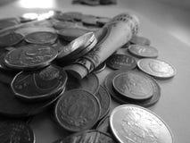 Um dólar e moedas de países diferentes imagens de stock royalty free