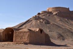 Um Dakhma ou uma torre do silêncio em Yazd, Irã foto de stock royalty free