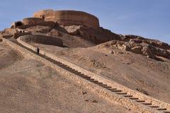 Um Dakhma ou uma torre do silêncio em Yazd, Irã imagem de stock