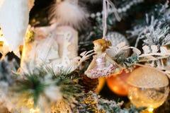 Um dançarino como uma decoração do ano novo em uma árvore Imagem de Stock Royalty Free