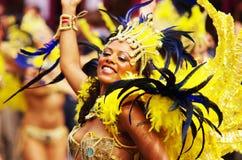 Um dançarino da rua no carnaval de Londres Notting Hill Fotografia de Stock Royalty Free