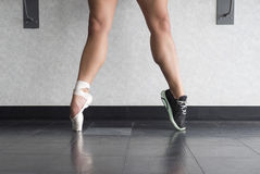 Um dançarino e um atleta da bailarina  Foto de Stock