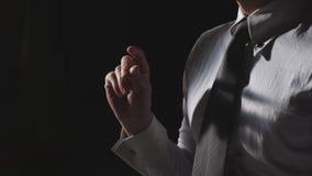Um dedo da pressão do homem de negócios fotos de stock