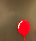 Um descanso 3d macio macio vermelho no estilo vermelho brilhante do projeto do balão que flutua no canto com o Copyspace na pared Fotos de Stock