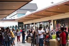 Um desenhista ocupado Outlet em Cavite, Filipinas imagens de stock