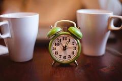 Um despertador verde Fotografia de Stock