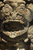 Um deus prehispanic que olha de sua versão ritual 2 da máscara imagens de stock
